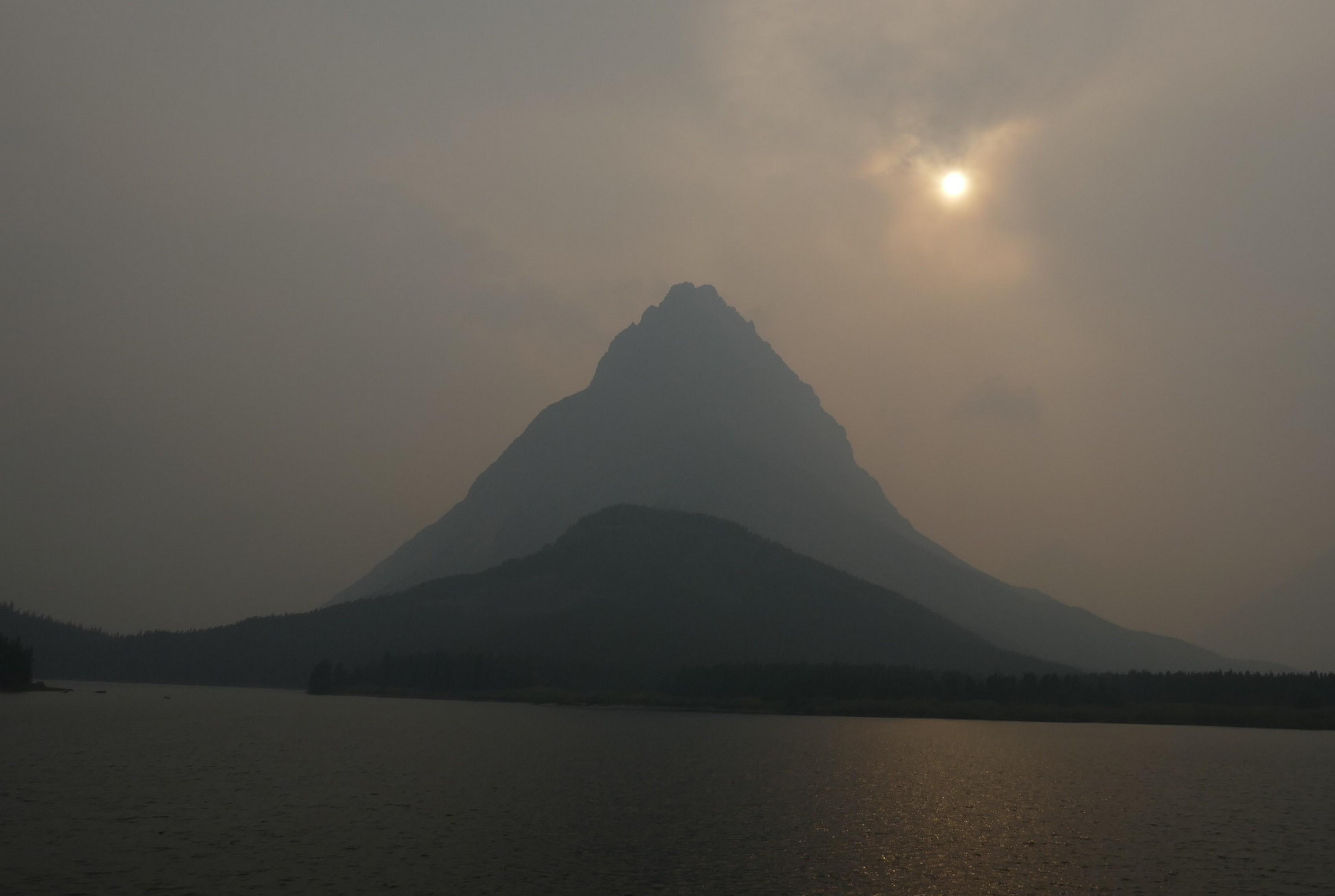 Glacier NP - Mont Gninnell dans la fumée