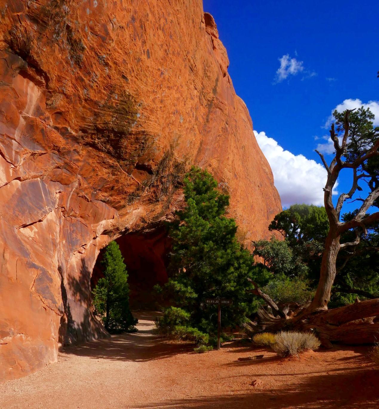 Arche Navajo avec un ciel azur