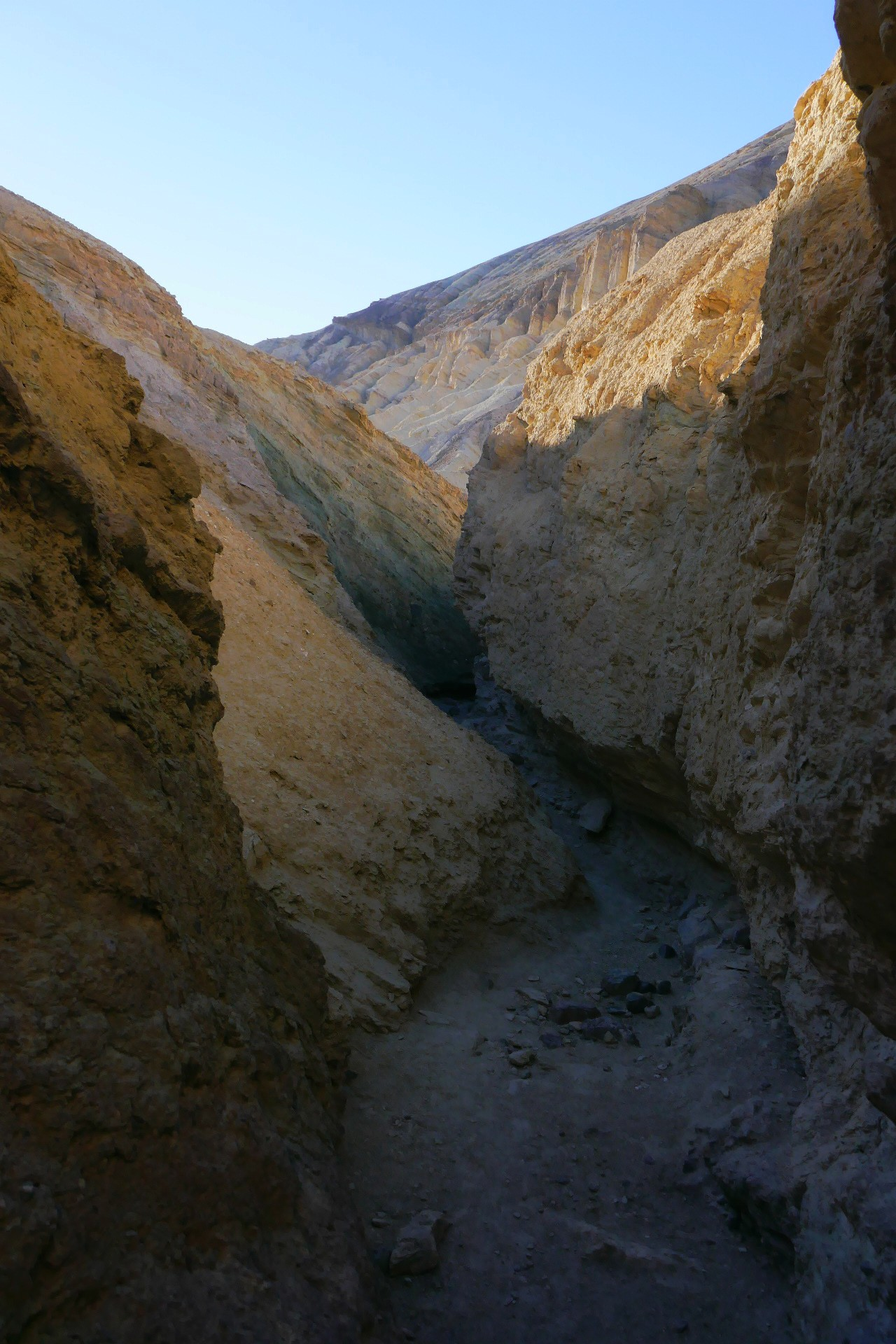 Death Valley , Golden Canyon