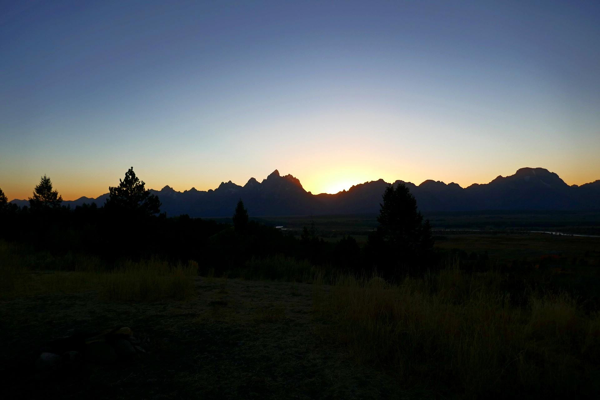 La nuit tombe sur les mont Teton