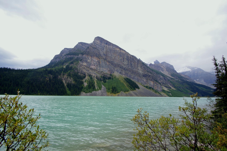 Une autre vue des montagnes du Lac Louise