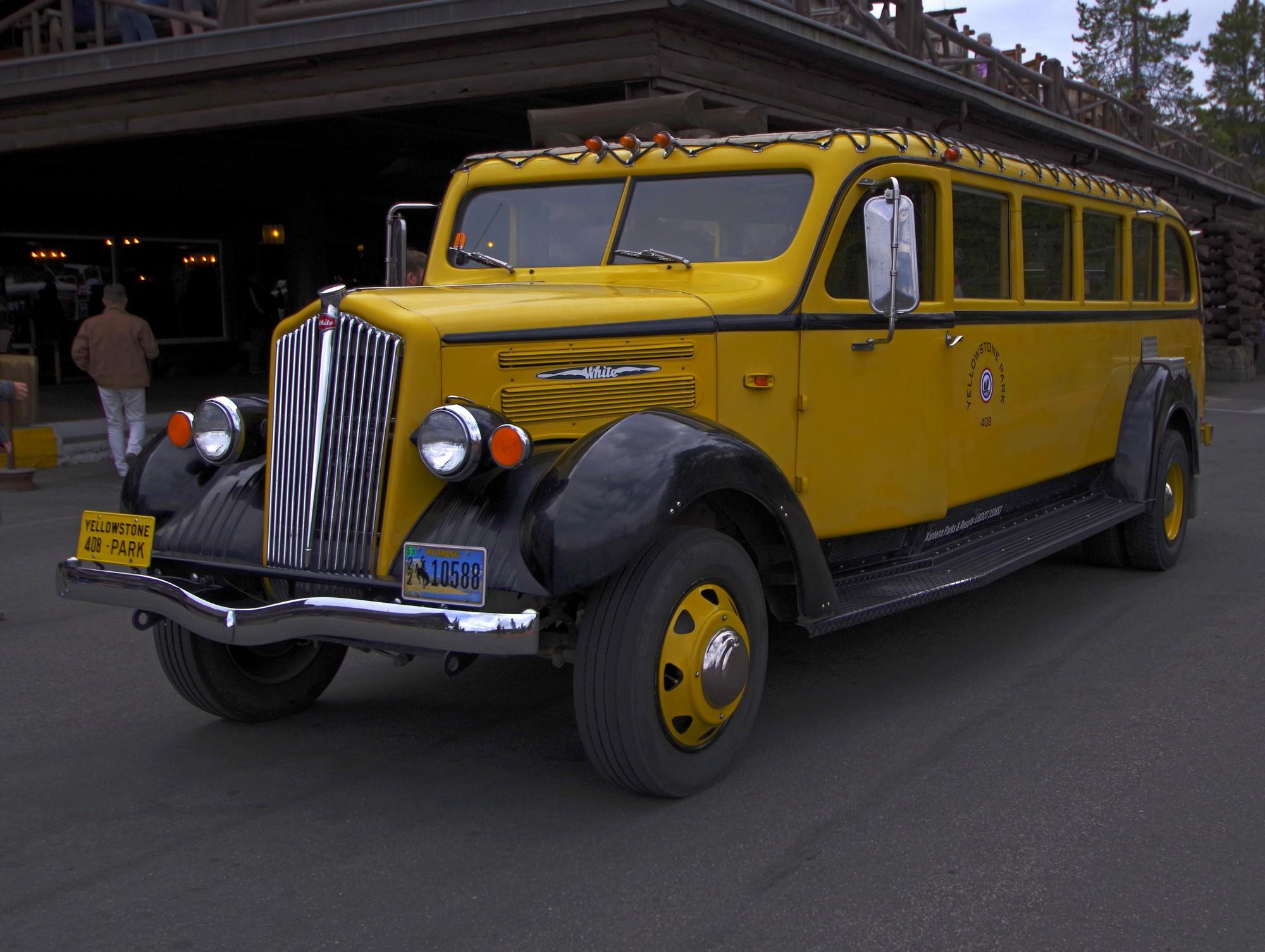 Les fameux autobus jaune de Yellowstone