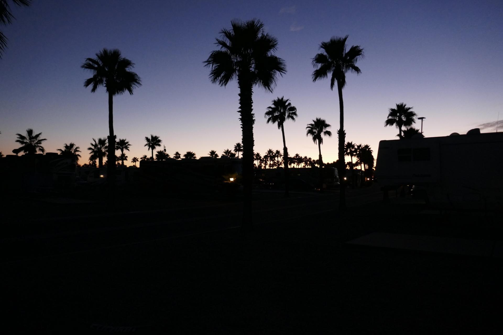 100 ieme jour le soleil se couche sur notre resort demain c est le depart